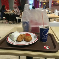 Photo taken at KFC by Gitoatm on 4/28/2016