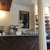 Foto tirada no(a) Variety Coffee Roasters por Hiroko T. em 7/16/2017