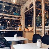 Photo prise au Blum Coffee House par Eman M. le4/29/2018