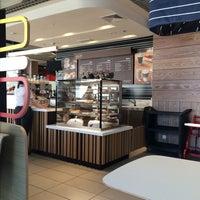Снимок сделан в McDonald's пользователем Victoria B. 4/24/2015