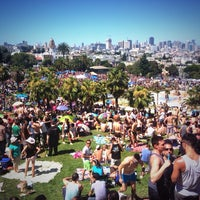 Foto tirada no(a) Mission Dolores Park por David B. em 6/29/2013
