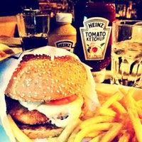 Foto tirada no(a) Eddie Fine Burgers por Fred O. em 1/2/2013