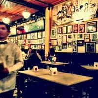 Das Foto wurde bei Bar Genial von Fred O. am 6/22/2013 aufgenommen