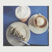 Foto tomada en Reader's Cafe por Kath S. el 10/15/2014