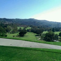 Foto scattata a The Clubhouse at Anaheim Hills Golf Course da Peter P. il 5/19/2014