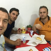 Photo taken at Şampiyon Kokoreç by Kıvanç Işıl Esila Asil K. on 7/15/2017