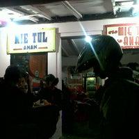 Photo taken at Mie Tulang Anan by Ken on 8/23/2013