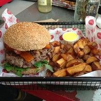 Das Foto wurde bei Fräulein Burger von Paul M. am 1/31/2013 aufgenommen