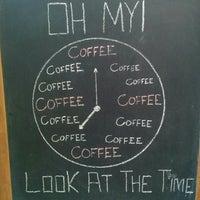 รูปภาพถ่ายที่ Overdose Coffee 3rd Wave Coffee Shop & Roastery โดย 𝔫𝔢𝔷𝔦𝔥 . เมื่อ 2/2/2016
