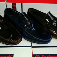 Photo taken at Grotto&footmark Shoe Shop by yasin A. on 4/7/2015