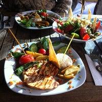 1/23/2013 tarihinde tknziyaretçi tarafından Sehil Cafe'de çekilen fotoğraf