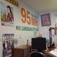 Photo taken at สถานีวิทยุหลังสวนซิตี้เรดิโอ by Louis A. on 5/29/2012