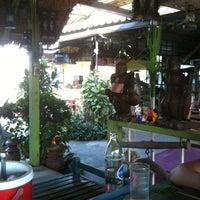 Photo taken at ร้านอาหารปั้นหยา by P0Nsatha P. on 2/7/2012
