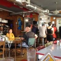Das Foto wurde bei 821 Cafe von Dennis L. am 8/17/2012 aufgenommen