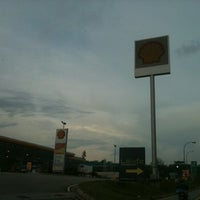 Photo taken at Shell by هوزايفه أويس on 5/1/2012