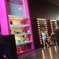 Foto tirada no(a) Sweet Hair Profissional - Loja Conceito por Juliana F. em 1/14/2014