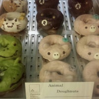 Photo taken at Floresta Nature Doughnuts by Queen B. on 5/4/2014