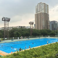 Photo taken at 目黒区民センター 屋外プール by Koreaki K. on 8/21/2015