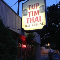Photo prise au Tup Tim Thai par Joey P. le6/6/2013