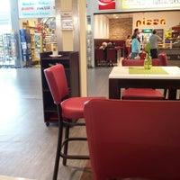 Photo taken at Della Terra Pizza & Antipasti by Anil Y. on 6/2/2014