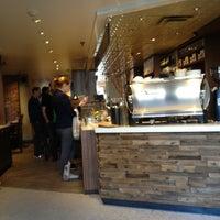 4/25/2013 tarihinde schneidermike s.ziyaretçi tarafından Pavement Coffeehouse'de çekilen fotoğraf