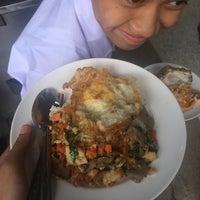 Photo taken at สวัสดิการจำหน่ายอาหารโรงเรียน by 준 쑤. on 5/29/2017