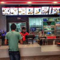 Photo taken at KFC | كنتاكي by Mehmet S. on 5/19/2017