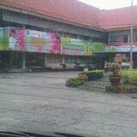 Photo taken at Kantor Dinas Pendidikan Provinsi Riau by Romy I. on 10/25/2012