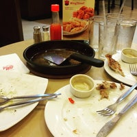 Photo taken at Pizza Hut by Joen S. on 9/25/2015