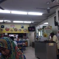Photo taken at Nasi Kandar Berkat Ariffin by Diyanah R. on 7/7/2017