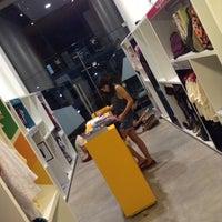 Foto tirada no(a) Elabore //collab.store por Andr�a F. em 6/1/2014