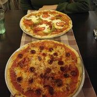 Foto scattata a Capri Pizzeria da László K. il 9/15/2017