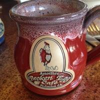 Foto scattata a Another Broken Egg Cafe da Amber M. il 5/7/2013