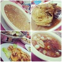 Foto diambil di Sam Yu Seafood Restaurant (三有海鲜饭店) oleh Abigail H. pada 2/16/2013
