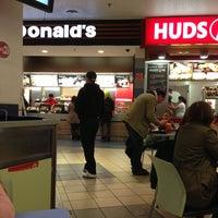 Снимок сделан в McDonald's пользователем Wieslaw 4/14/2013