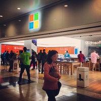 Foto tirada no(a) Microsoft Store por Steven P. em 5/9/2013