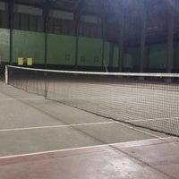 Foto diambil di Lapangan Tennis Lumintang oleh Ngoerah P. pada 9/12/2014