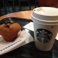 Photo taken at Starbucks by Héctor D. on 6/13/2013