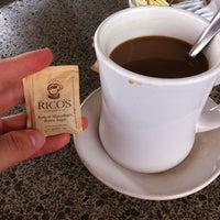 Foto tomada en Rico's Café Marina por Alan C. el 6/29/2013