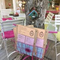 Foto diambil di Büyükada Şekercisi Candy Island Cafe Patisserie oleh Elif C. pada 5/7/2016