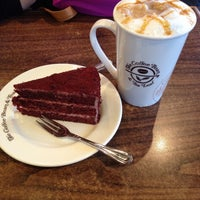 Photo taken at The Coffee Bean & Tea Leaf by Farah on 8/5/2016