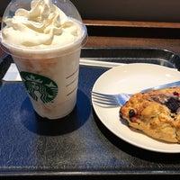 Photo taken at Starbucks by 猫に優しく 地. on 2/5/2017