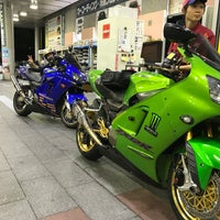 Photo taken at ENEOS Dr.Drive みなとみらい店 by 猫に優しく 地. on 7/21/2018