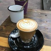 Foto tomada en Double Shot Coffee Shop por Anni D. el 6/17/2017