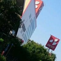 Photo taken at スーパーアウトレットベスト 宮崎東店 by ぱくぱくピッピ (. on 5/4/2016