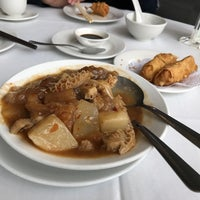 Photo taken at Kirin Seafood Restaurant 麒麟海鮮酒家 by Yao L. on 4/8/2017