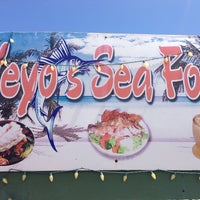 Foto scattata a Yeyo's Sea Food da Stacy T. il 8/20/2014