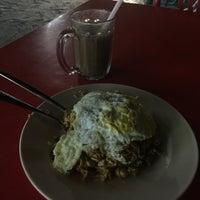 Photo taken at Restaurant Impian Shah Maju by SwINg P. on 10/17/2017