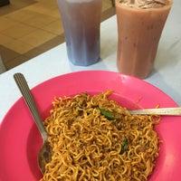 Photo taken at Restaurant Impian Shah Maju by SwINg P. on 2/14/2016