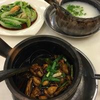 Photo taken at 狮城芽笼九巷活田鸡 Restoran Geylang Lor9 Fresh Frog Porridge (PJ) by SwINg P. on 6/14/2017